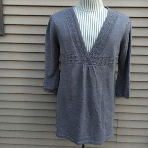 EUC NY Collection v-neck gray sweater